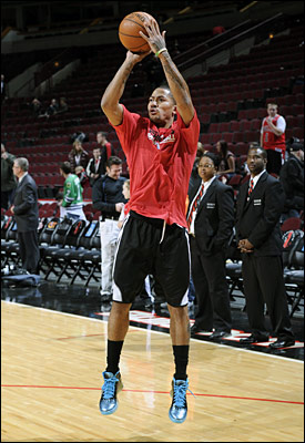 Derrick Rose shoots jumpers at the United Center