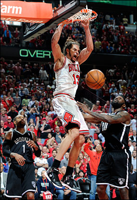 Joakim Noah dunks against the Nets
