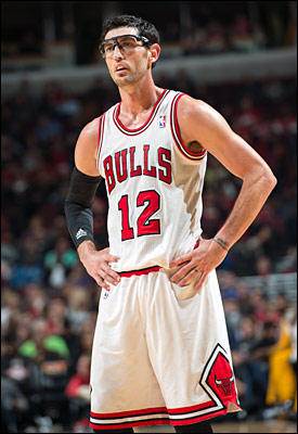 Hinrich (concussion) will miss Chicago's game Monday against Milwaukee, but the backup point guard said his condition has improved.