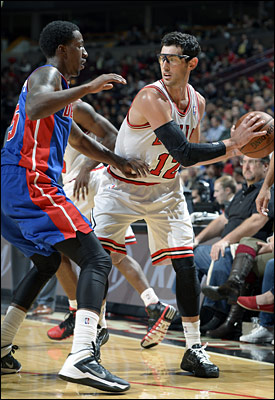 """It seems likely, at least playing Denver, and probably beyond, that Kirk Hinrich moves into starting spot,"" writes Smith."