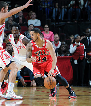 Augustin dished out nine assists in his first start for Chicago.