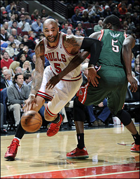 Carlos Boozer had 21 points and 12 rebounds against the Bucks.