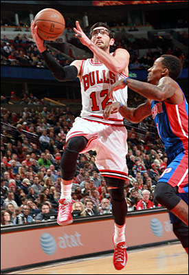"""As long as I don't get hurt walking to the car or getting off the couch or anything like that, I plan on playing,"" said Hinrich of Chicago's Christmas Day game in Brooklyn."