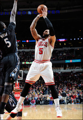 Boozer recorded 20 points and 14 rebounds, but the Bulls fell back to .500 at 22-22, though still 10-4 this month.