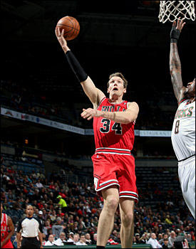 Mike Dunleavy scored 18 points, making three of three on three-pointers.