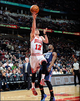 Kirk Hinrich and the Bulls moved the ball swiftly with 26 assists on 38 field goals.