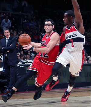 Hinrich scored a season-high 18 points to go with five rebounds and five assists, but the Bulls fell to the host Washington Wizards 96-93 on Friday night.