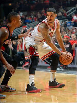 D.J. Augustin had 15 points and seven assists with Kirk Hinrich in early foul trouble and playing just 17 minutes.