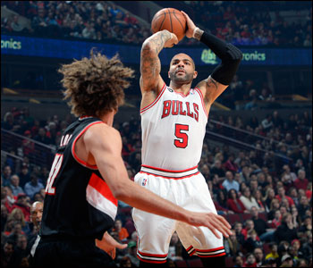 The Bulls got 10 points and eight rebounds from Boozer in the first quarter.