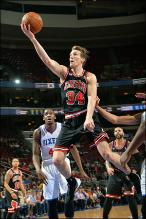 The Bulls led 28-26 after one quarter thanks to 11 of Mike Dunleavy's 15 points.