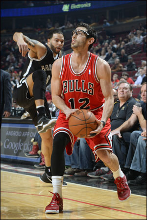 """""""The hard thing is when it's not going in and you are not making it to stay confident and looking for your shot,"""" Hinrich conceded. """"But I feel I've done a better job (the last few months). I feel I've turned a corner in that regard."""""""