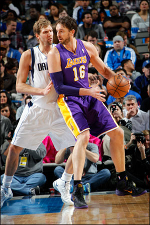 Gasol, 34, the four-time All-Star who vied with Dwight Howard four years ago to be considered the league's best center when he helped the Los Angeles Lakers to a pair of NBA titles, announced on his web site Saturday he was signing with the Bulls as a free agent.